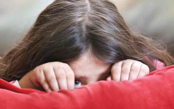 «لالی انتخابی» در کودکان را با کمرویی اشتباه نگیریم