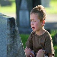 با کودکان سوگوار چگونه برخورد کنیم؟