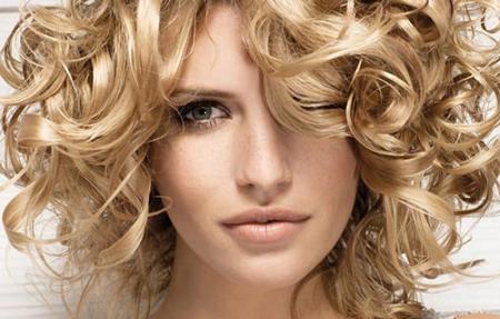 چگونه موهای فر را آرایش کنیم
