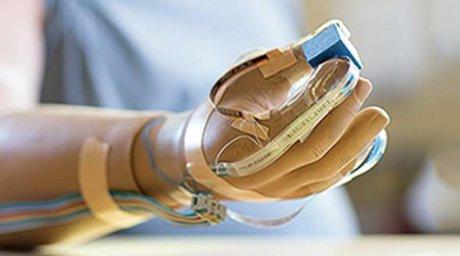تولید دست مصنوعی با قابلیت ارتباط با رایانه و تلفن همراه