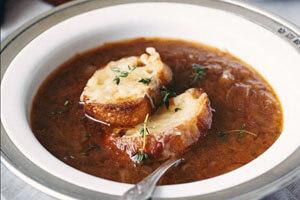 طرز تهیه سوپ پیاز؛ یک غذای فرانسوی هیجانانگیز