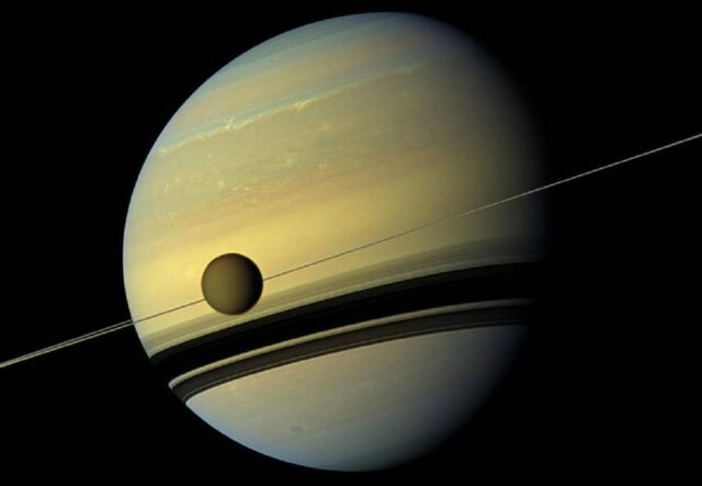دور شدن تدریجی مدار تیتان از سیاره زحل