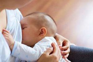 تاثیرات شگرف تغذیه با شیرمادر برای نوزاد / نحوه فعالیت بانک شیرمادر