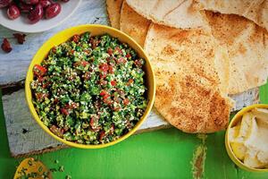 طرز تهیه سالاد جذاب و کمکالری لبنانی؛ تبوله و طعم تازگی!