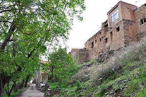 روستای طامه از نقاط بسیار خوش آب و هوای اصفهان