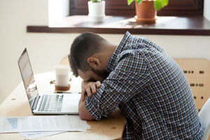 ۶ راه آسان برای کاهش خستگی بعد از ظهر، بدون توسل به قهوه