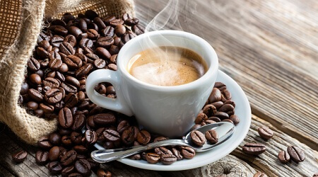 https://dl.greenbeautymag.com/2021/07/coffee-lemon-02.jpg