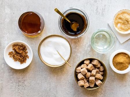 ۱۲ جایگزین قند و شکر برای دلپذیر کردن نوشیدنی و غذاها