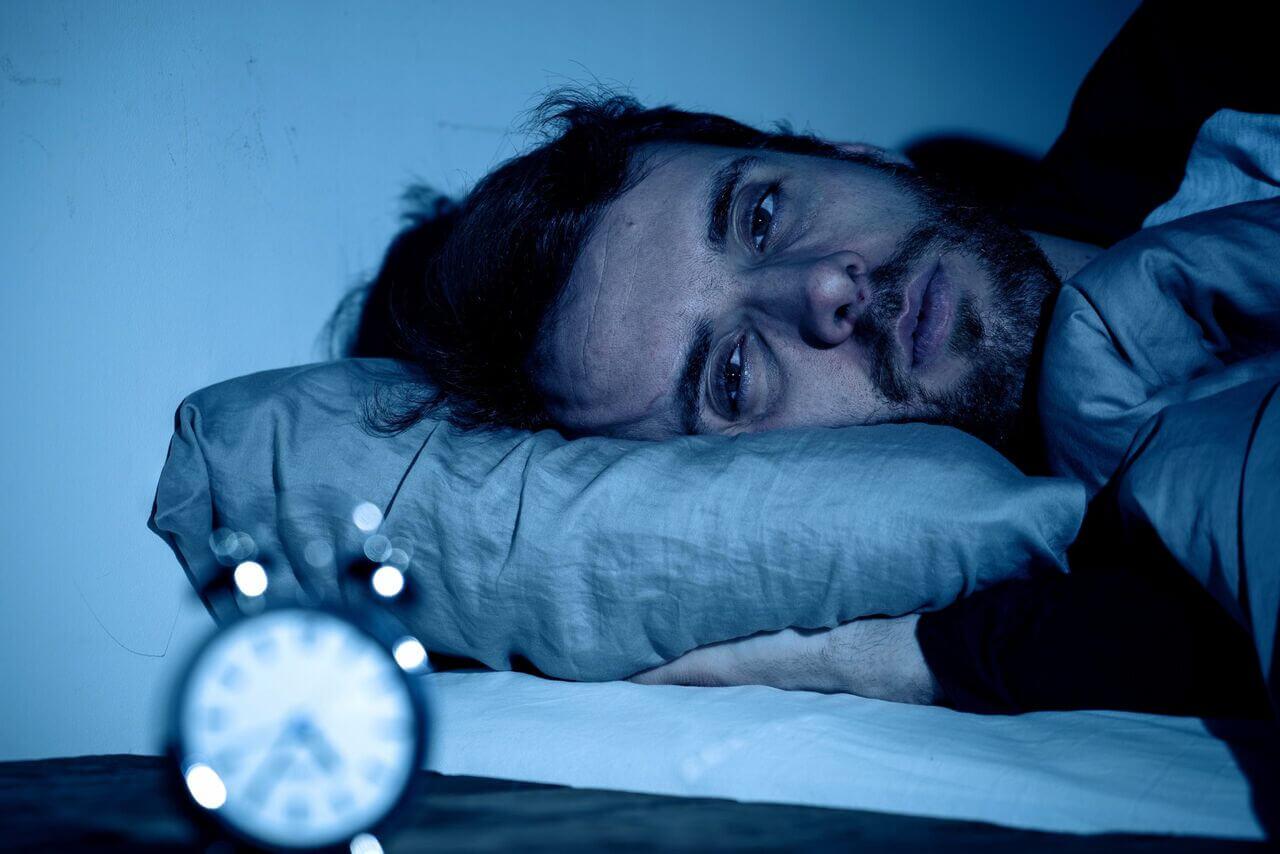 نیمه شب از خواب بیدار میشوید؟ این راهحل را بخوانید